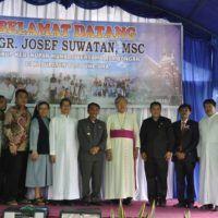 Uskup MGR. Yoseph Suwatan MSC Kunjungi Touna